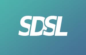 Logo SDSL blanc sur fond vert et bleu